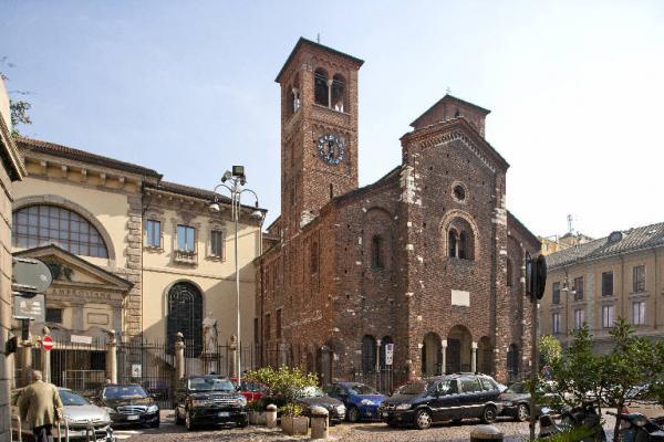 Площадь и церковь Сан Сеполькро